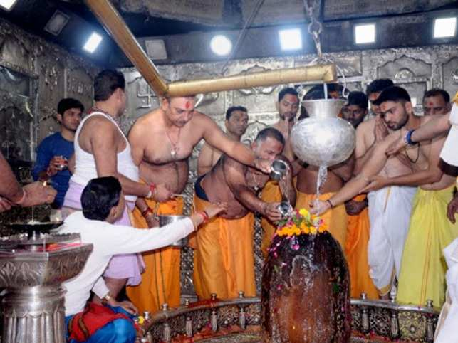Indian cricket team coach, Ravi Shastri's religious avatar.