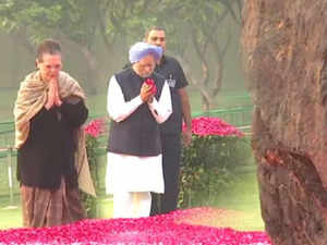 Sonia Gandhi, Manmohan Singh pay tribute to late PM Indira Gandhi on her birth anniversary
