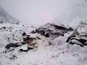 4 army personnel, 2 local killed in an Avalanche tragedy in Siachen