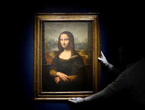 Real or fake? A copy of da Vinci's Mona Lisa sells for $611,950 at auction