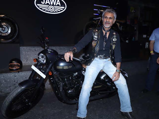 Arjun Khanna calls himself a 'denim fiend', says he loves collecting vintage denim.