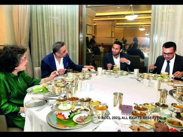(L-R) Zia Mody, Ashu Khullar, Ritesh Agarwal and Sachin Bansal engrossed in conversations.