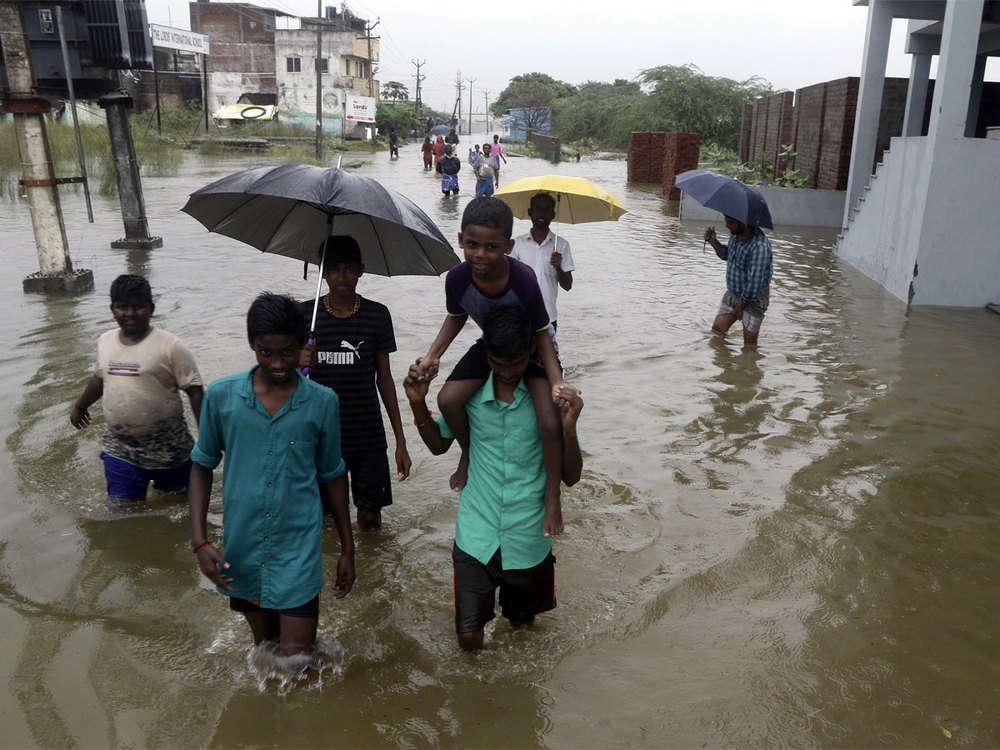 Monsoon fury leaves 25 dead in Tamil Nadu, 1000 people in relief camps