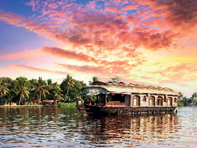 Have you been on a houseboat and enjoyed the scenery changing as the waves take you ahead in the backwaters of Alappuzha? ​