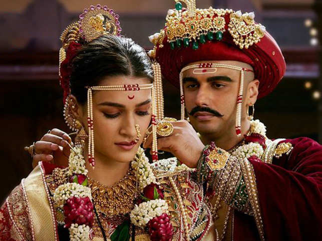 The movie is based on the third battle of Panipat fought between the Maratha empire and Afghan king Ahmad Shah Abdali in 1761. (In pic: Arjun Kapoor (R) as Maratha army commandar Sadashiv Rao Bhau and Kriti Sanon (L) as Parvati Bai)