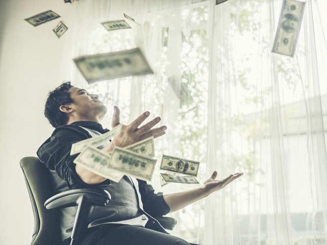 work-freshers-money-iStock