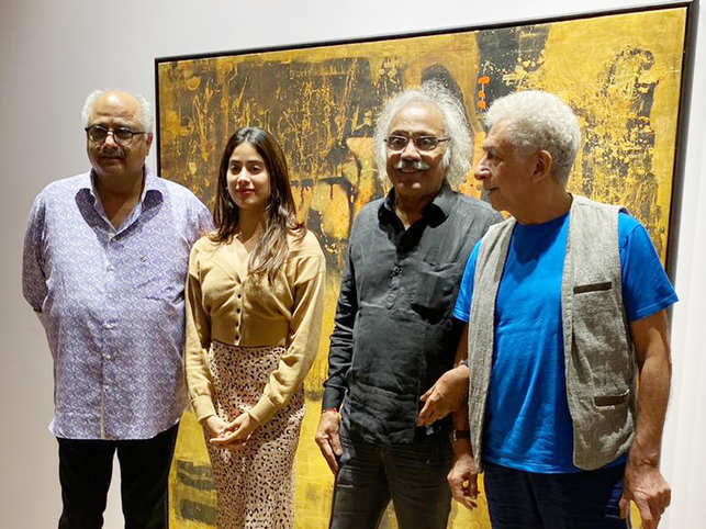 ​(L-R) Boney Kapoor, daughter Janhvi, artist Subash Awchat and Naseeruddin Shah pose for the shutterbugs.​