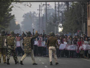 Assam: Thousands defy curfew, Army to protest CAB