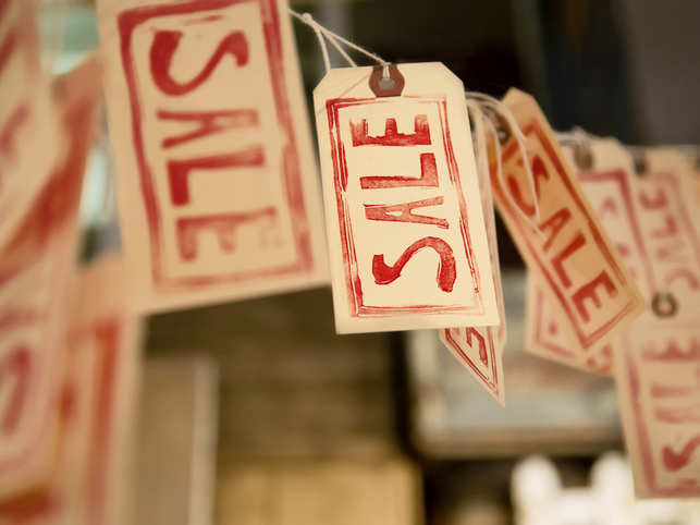 The most-common word, post Christmas in most markets is 'Sale', and that is how the word appears, indicating discounted merchandise the world over.