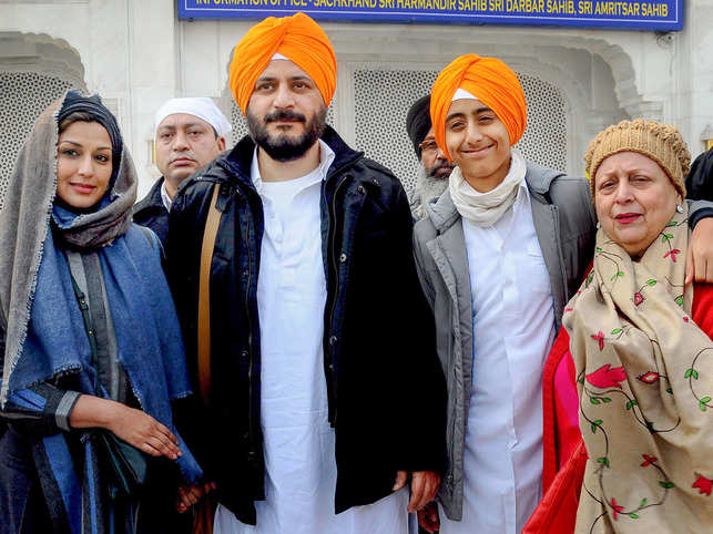 ​Sonali Bendre along with her family members poses for photographs after offering prayers at Golden temple in Amritsar.