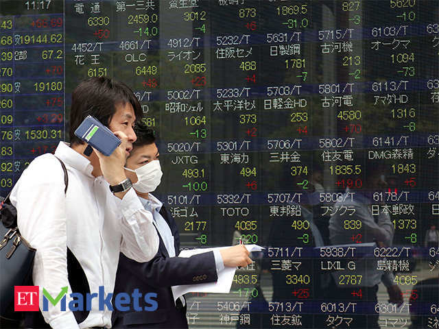 Nikkei closes at 1-month high as hopes of global demand boost exporters