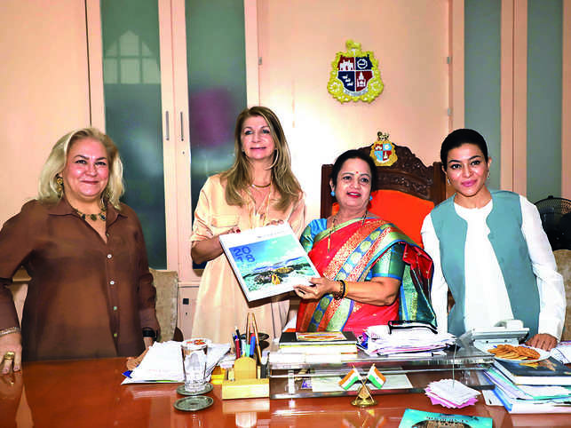 (From left) Mary Pagano, Marianela Mirpuri, Mayor Kishori Pednekar and Sangeeta Ahir.