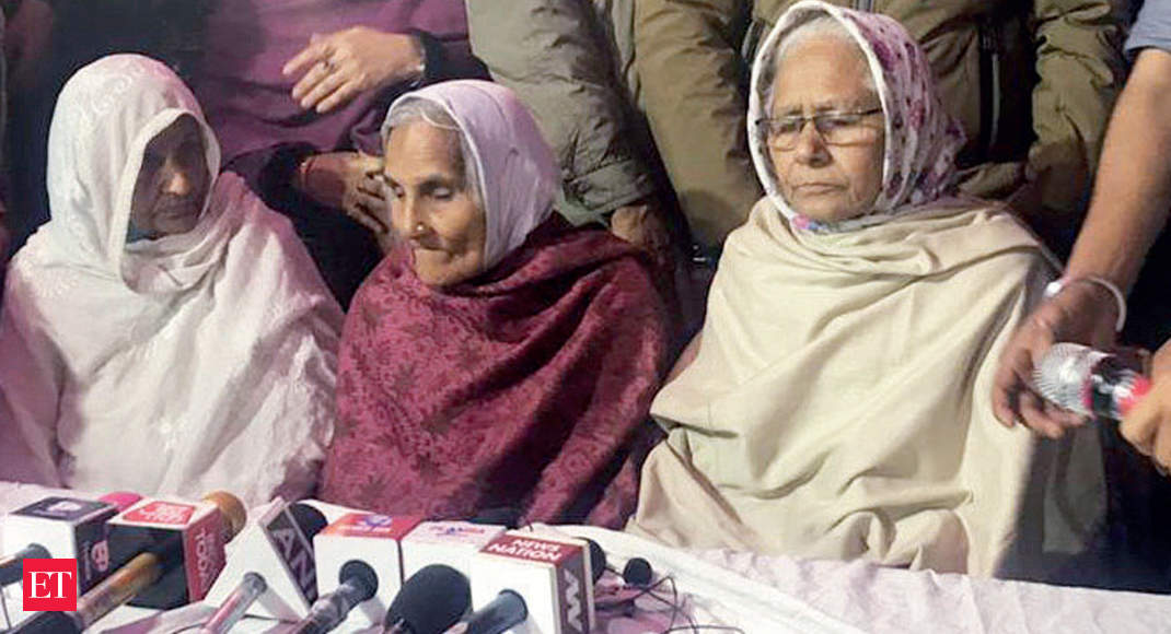 On eve of SC hearing, Shaheen Bagh women fast, write postcards to CJI