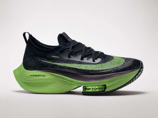 The Nike Air Zoom Alphafly NEXT% evolves the learning of the Vaporfly franchise, adding Zoom Air Pods in the forefoot, more ZoomX Foam in the heel and a lighter Atomknit upper. (Image: https://news.nike.com)