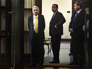 SC order on AGR dues: Shaktikanta Das says will discuss internally if any issues arise out of it