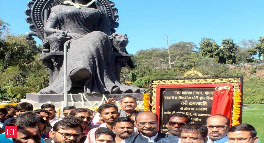 MP: BJP unveils Gond queen's statue in Bhopal, Congress protests