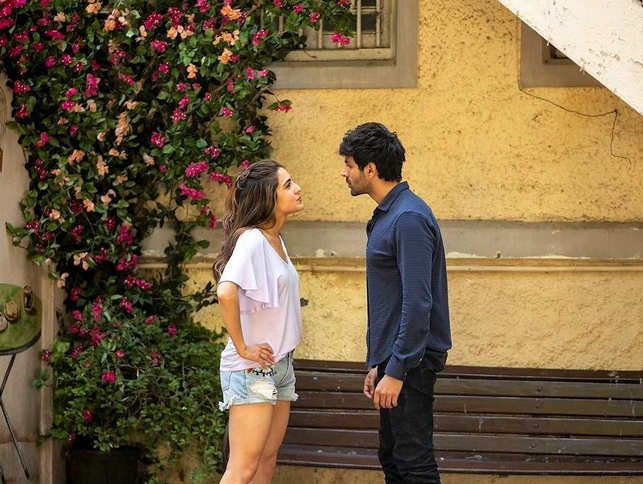 As he did a decade ago, Imtiaz Ali has again chosen to look at two parallel love stories, set in two different eras.