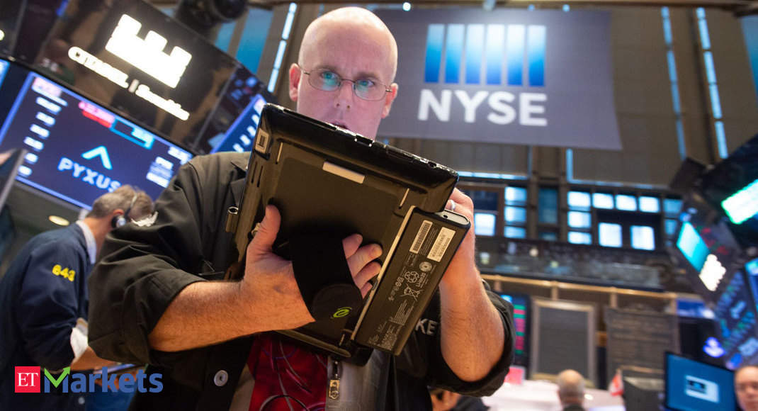 US stocks fall as Coronavirus fears mount