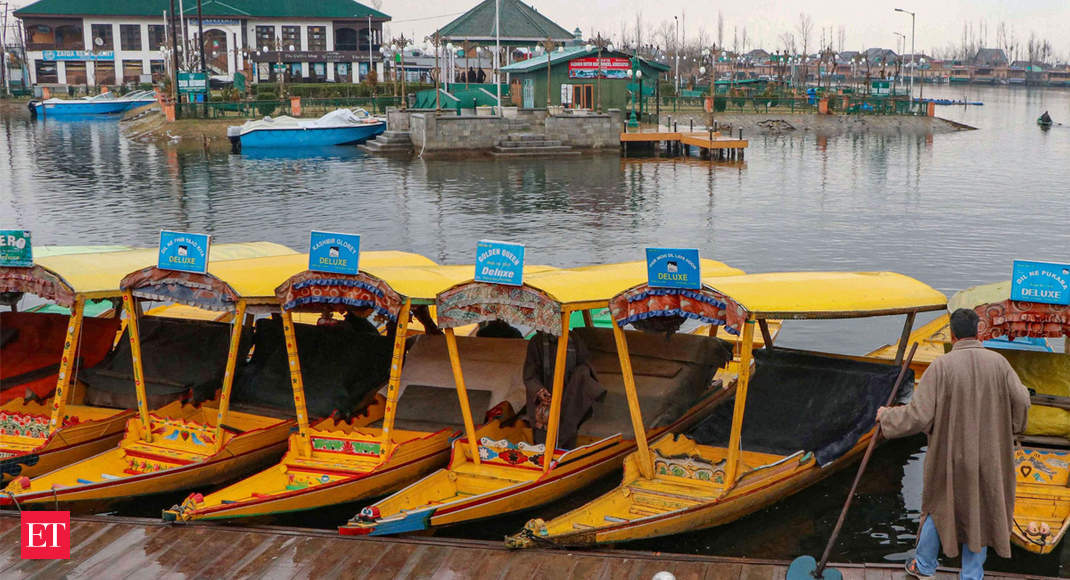 Spring in the air, but winter to stay for Kashmir tourism