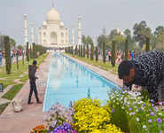 Taj visit: Walls, mud packs for Trump