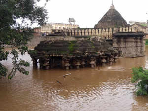 Khidrapur-village-temple