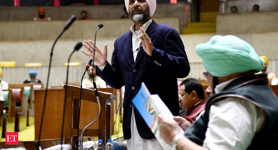 Punjab to reduce govt employees' retirement age to 58 years, give free education up to class 12