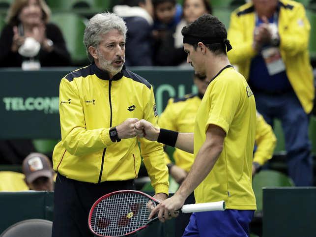 Emilio Gomez (R) of Ecuador reacts with team captain Raul Viver (L) of Ecuador