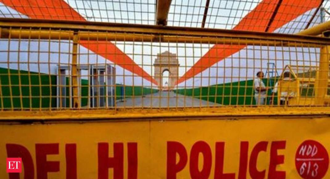 Delhi locks down borders, police to issue curfew passes for essential travel