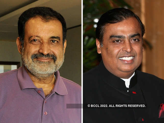 ​Mohandas Pai posted a video of Mukesh Ambani and his family honouring the COVID-19 warriors during Janta Curfew.