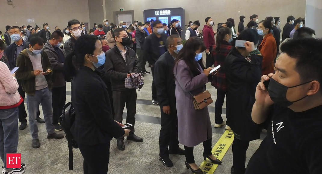 coronavirus: Hubei residents rush to leave China coronavirus epicentre as lockdown lifts
