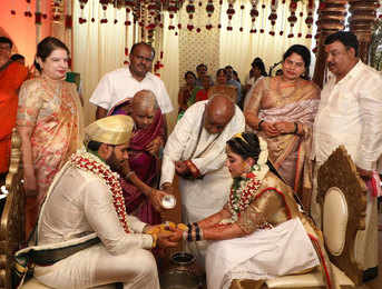 No social distancing, no masks! HD Kumaraswamy's son gets married, flouts all lockdown norms