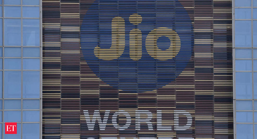 Jio says no preferential access to Facebook, Whatsapp
