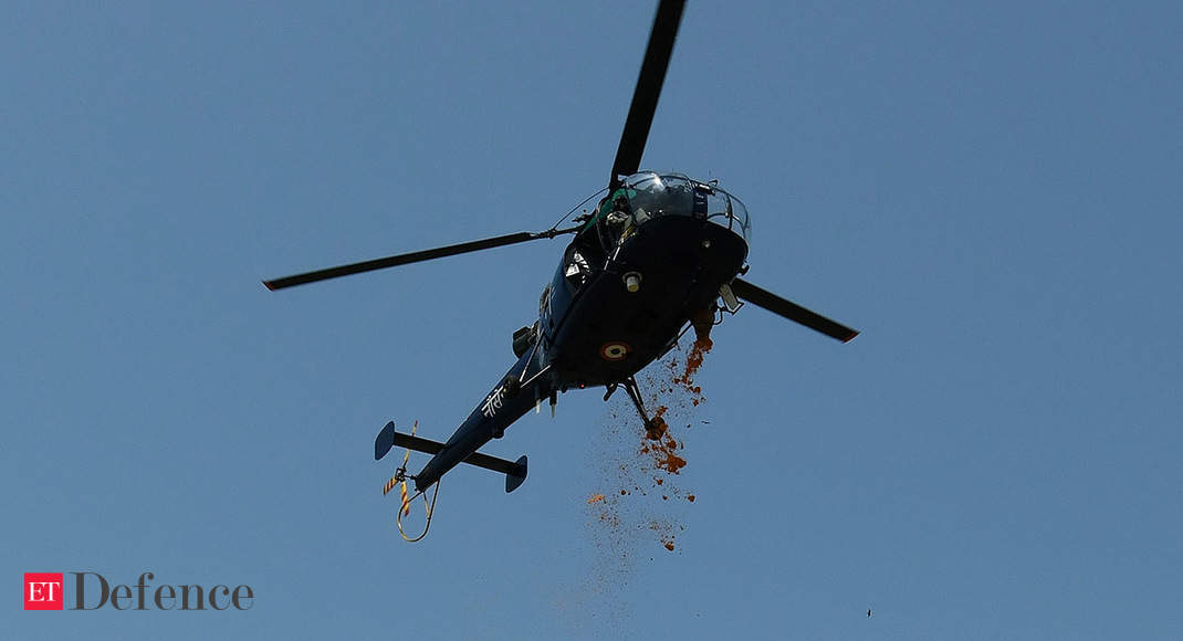 IAF, Navy helicopters shower flower petals to honour COVID-19 warriors in Kerala