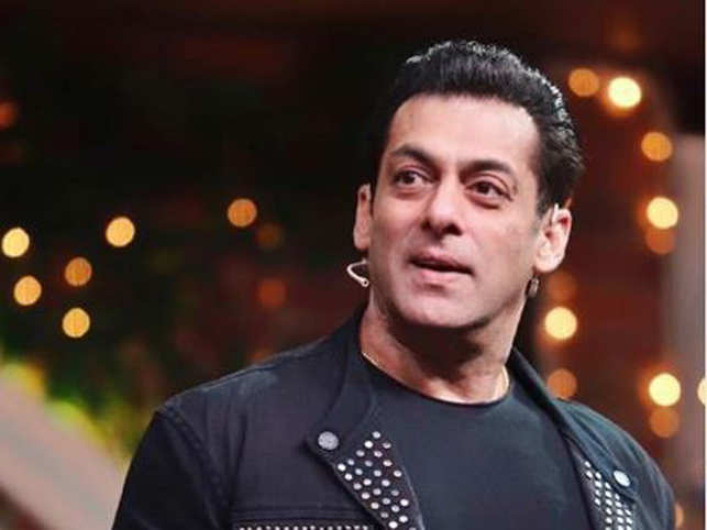 In the video, Salman, along with others, can be seen loading huge packets full of ration into the bullock carts and tractors.