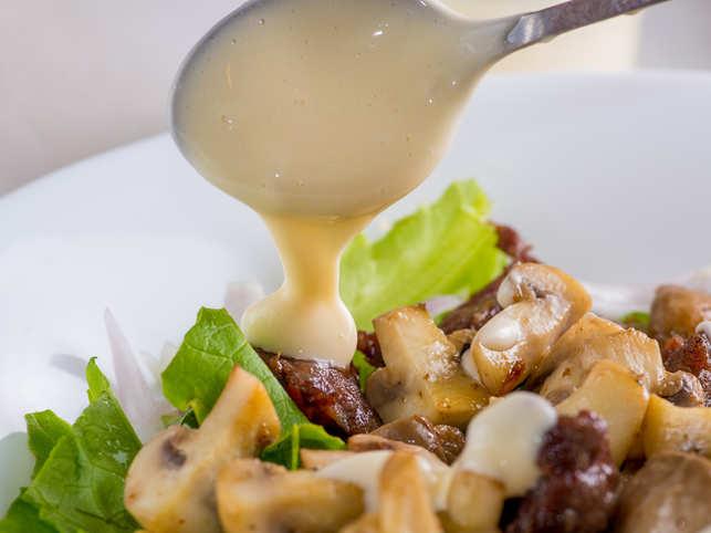 béchamel sauce-veggies_iStock
