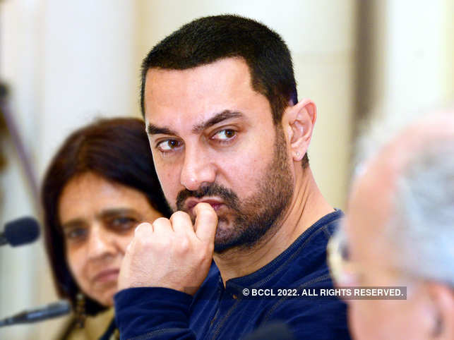 After Amos collapsed, he was rushed to the hospital by Aamir Khan, Kiran Rao and other team members.