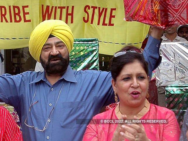 Savita Bhatti (R) said that the bravest part of Jaspal Bhatti's legacy was freedom of expression, which reflected in 'Flow Show'.