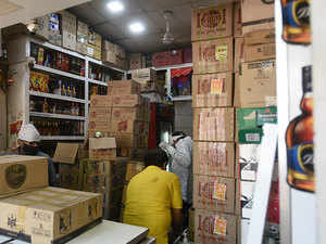Mumbai: BMC allows home delivery of liquor in non-containment zones