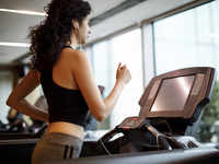 Avoid excessive exercising, pace yourself & strengthen your core to avoid a treadmill injury during lockdown