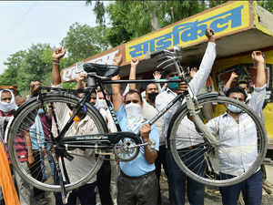 atlas cycle protest pti