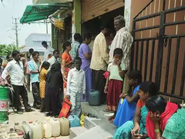 Vizag Gas Leakage Live News: 2 deaths & 4 admitted to hospitals 1