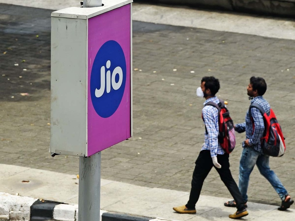 ADIA redials RIL for another investment of $1 billion in Jio Fibre