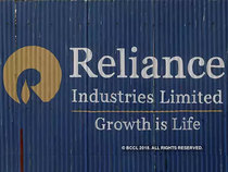 Ril Share Price Analysts Shrug Off Aramco Pause Project 17 Upside For Ril Stock The Economic Times