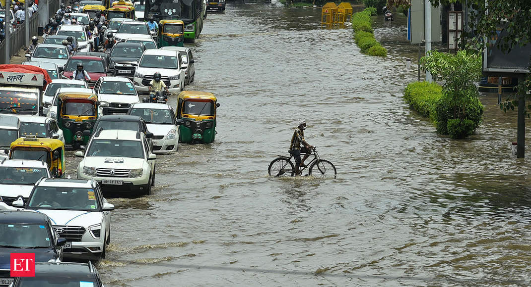 Heavy rains lashes out some regions of Delhi-NCR; waterlogging fears again, visitors alerts issued