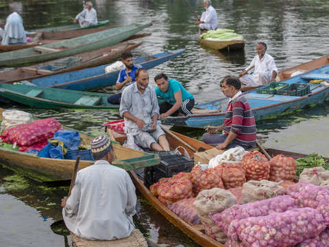​Floating vegetable market on Dal Lake