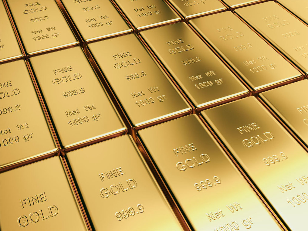 Gold performs well in crisis times; should a long term investor switch to gold-heavy portfolio?