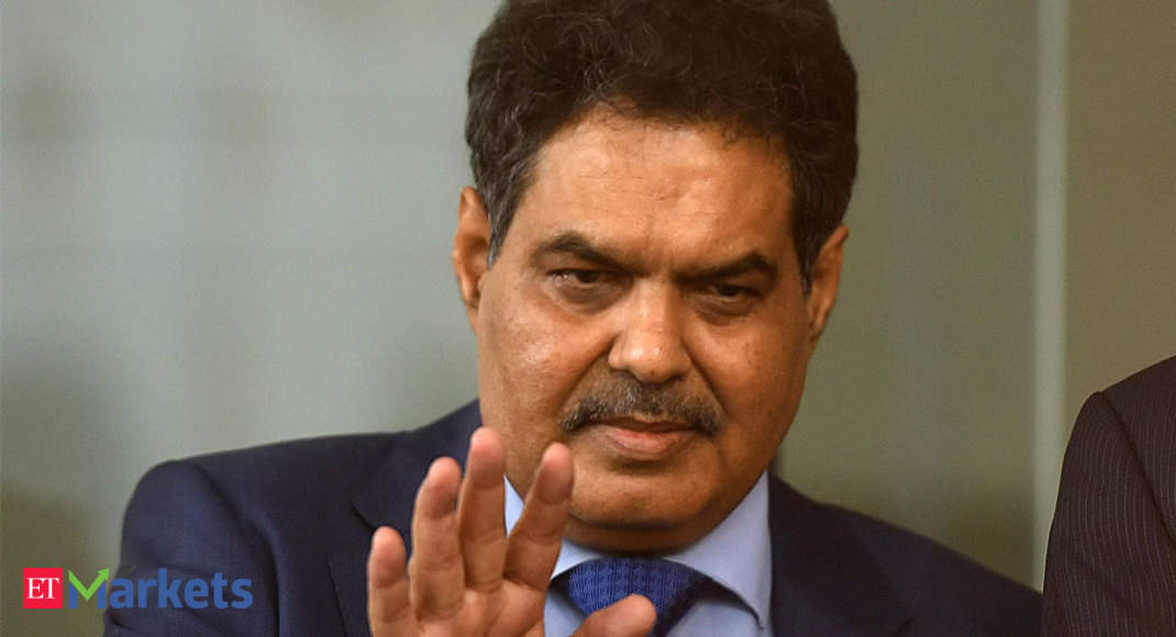 Mutual funds should not try to act like banks, warns Sebi chief