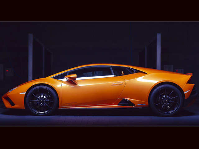 Luxe meets speed! Lamborghini drives in 2021 Huracán EVO RWD with V10, 602 HP engine priced at $208,571