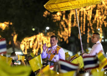 Watch: Thai king leads thousands to remember the late father's birthday