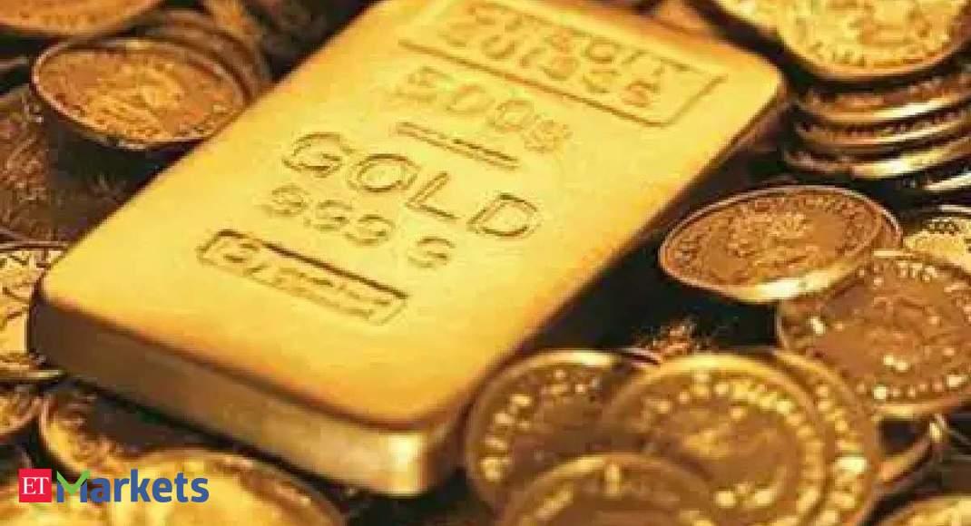 Gold hovers near 1-week peak as Treasury yields retreat
